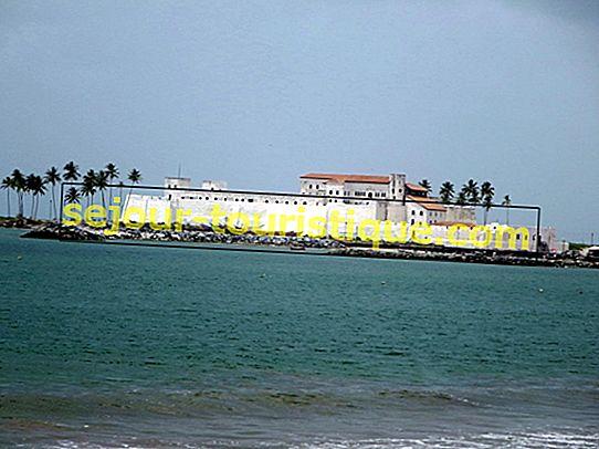 Lâu đài nô lệ của Ghana: Câu chuyện gây sốc về bờ biển Ghanaian