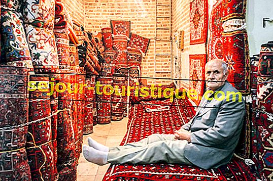 8 Tips untuk Membeli Karpet Persia yang Sempurna